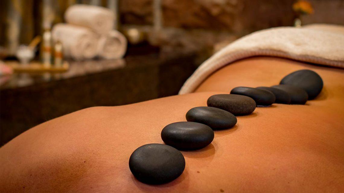 Hot-Stone-Massage im Schwarzwald