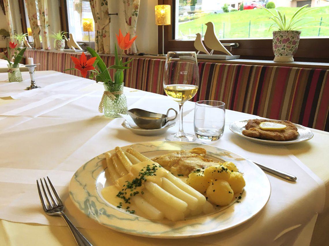 Spargelessen im Restaurant Kalikutt im Schwarzwald