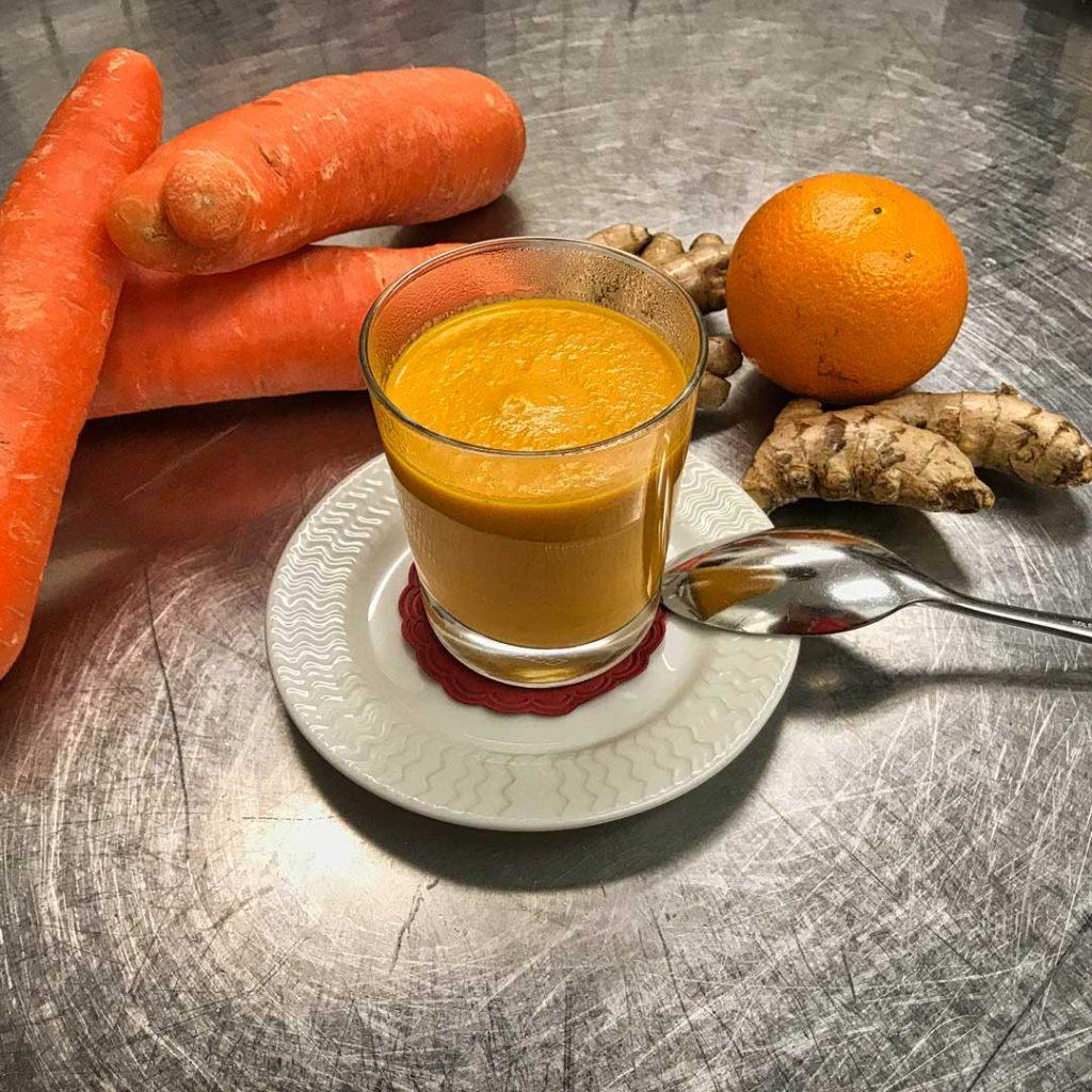 Karotten-Ingwersuppe mit Orange & Chili